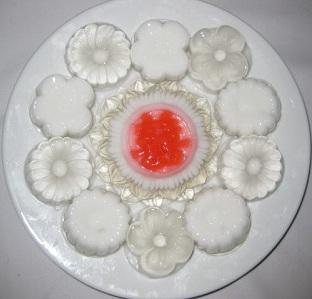 Món thạch rau câu dừa thơm ngon mát lịm sẽ trở thành món giải khát tuyệt vời cho cả gia đình