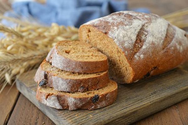 Bánh mì nguyên hạt giàu dinh dưỡng và chất xơ, là bữa sáng hợp lý cho những người ăn kiêng.