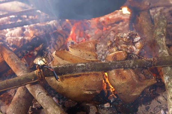 Thịt lợn cắp nách Lai Châu.