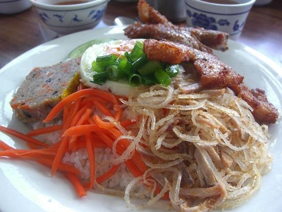 nhung-mon-an-viet-nam-ngon-noi-tieng-khong-kem-gi-pho-4