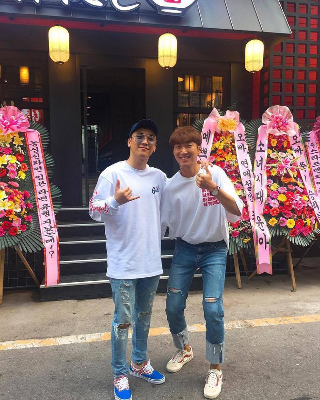 Những hình ảnh đầu tiên về cửa hàng mì của Seungri tại Hà Nội sắp khai trương - Ảnh 2.