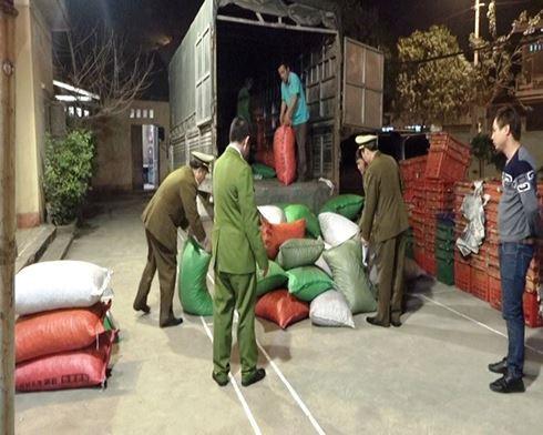 Ngăn chặn hơn 2 tấn hạt dẻ Trung Quốc đội lốt hàng Việt - ảnh 1