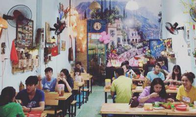 Quán bánh xèo nằm trên đường Nguyễn Hữu Tiến, phường Tây Thạnh, quận Tân Phú. Đây chỉ là quán ăn nhỏ, nhưng cứ đến cuối tuần, giới trẻ Sài Thành lại kéo đến chỉ để ăn bánh xèo của anh Hoàng.